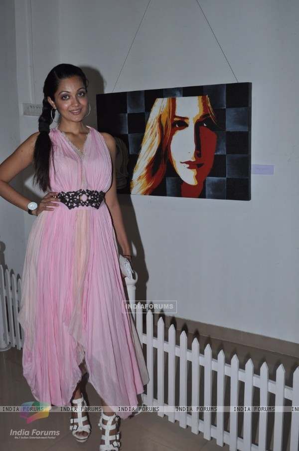 Vinay Pathak inaugurates Art Show by Varsha Vyas & Neeta Pathare at Nehru Centre in Worli, Mumbai