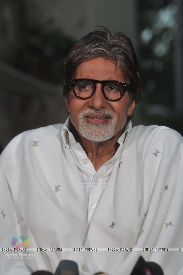 Amitabh Bachchan speaks to media on Bofors controversy at Janak