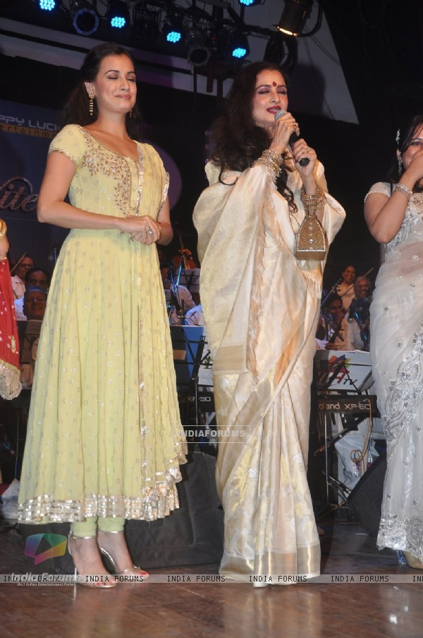 Rekha and Dia Mirza at Laxmikant Pyarelal night