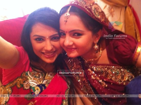 Giaa Manek & Rucha Hasabnis on the of Saathiya