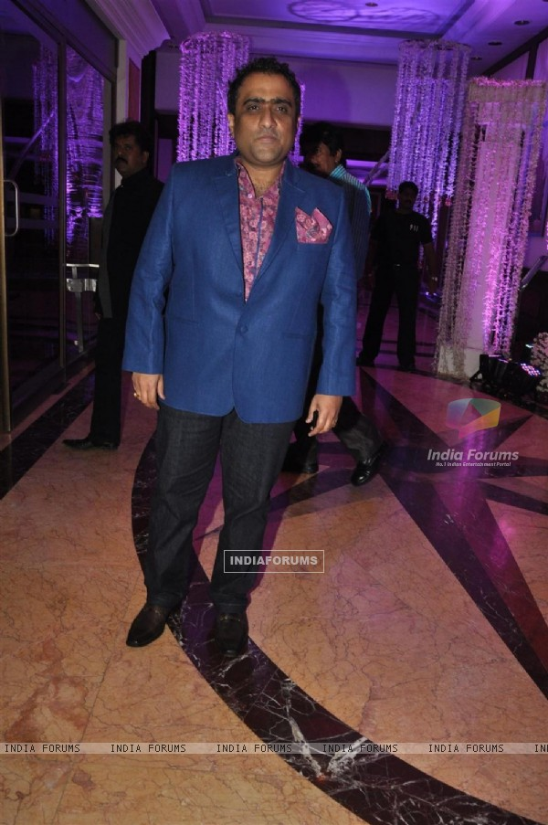 Kunal Ganjawala at Sunidhi Chauhan and Hitesh Sonik Wedding Reception Ceremony