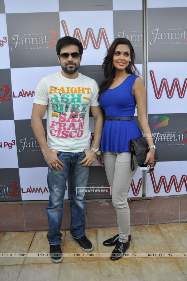 Emraan Hashmi and Esha Gupta promote Jannat 2 at Lawman Store, Dadar (195848)