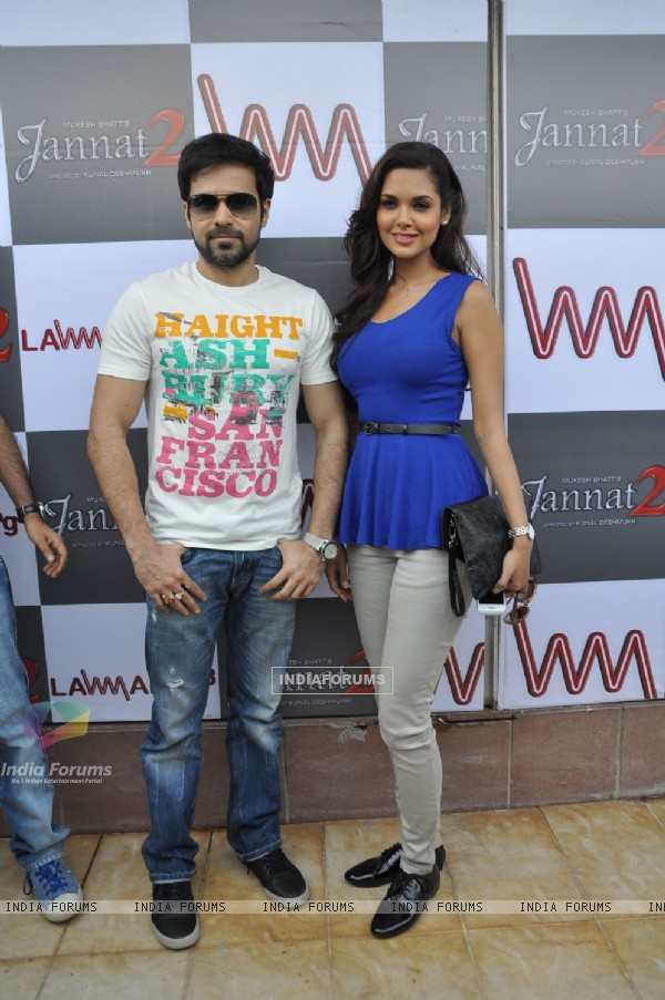 Emraan Hashmi and Esha Gupta promote Jannat 2 at Lawman Store, Dadar (195849)