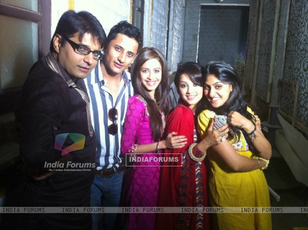 Dimple and Adaa on sets of Amrit Manthan with cast
