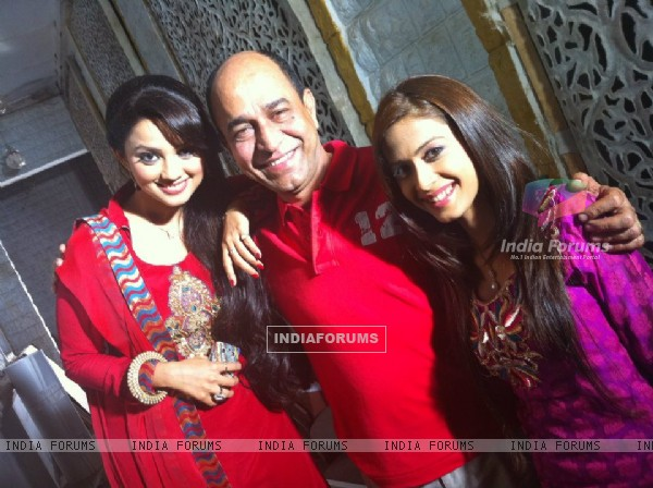 Dimple and Adaa with SP Lalwani on sets of Amrit Manthan