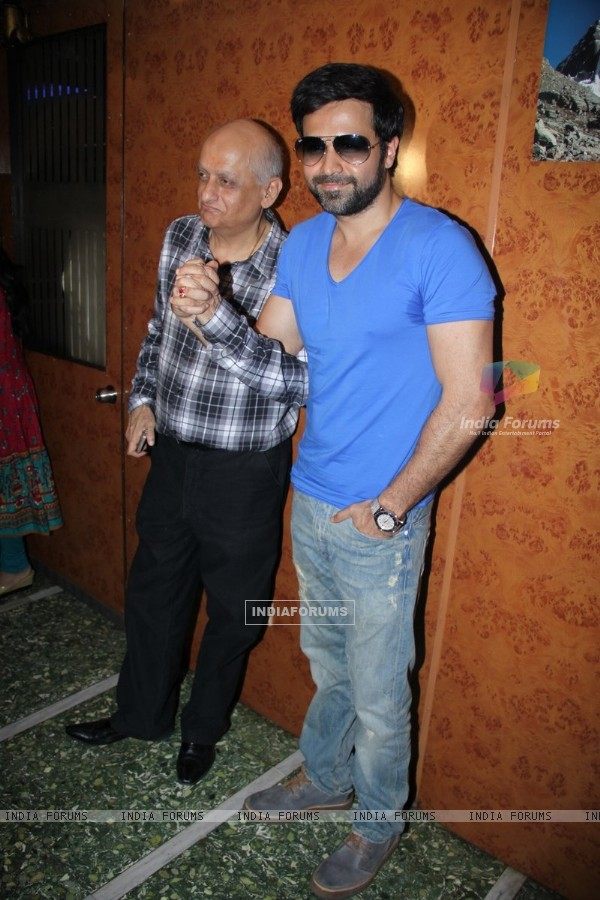 Mukesh Bhatt and Emraan Hashmi promote 'Jannat 2' at Gaiety Theater (196250)