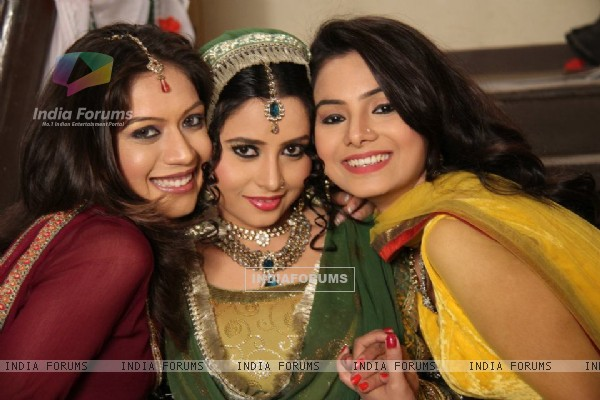 Beena, Malika and Deblina on sets of Sajda Tere Pyaar Mein