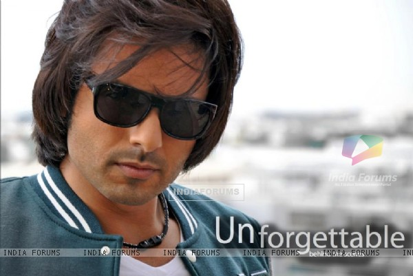 Iqbal Khan still from movie Unforgettable