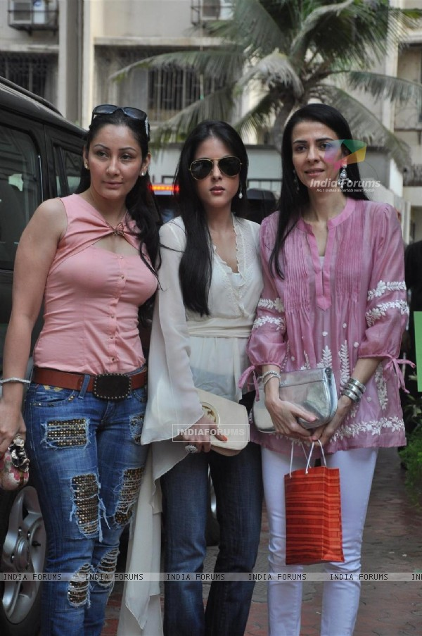 Namrata Dutt and Manyata Dutt at Shilpa Shetty Baby Shower function