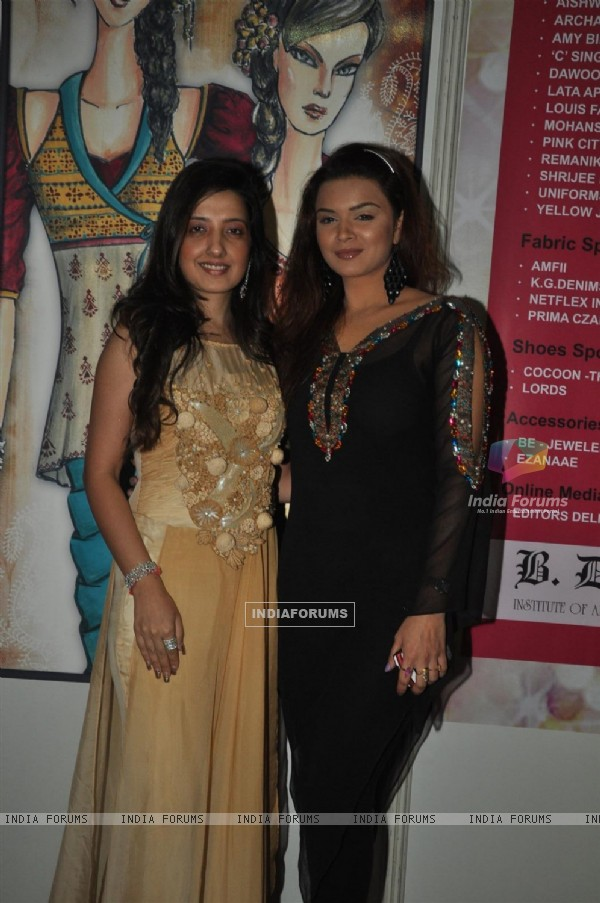 Amy Billimoria and Aashka Goradia at BD Somani  'Couture Naturally' Annual Fashion show