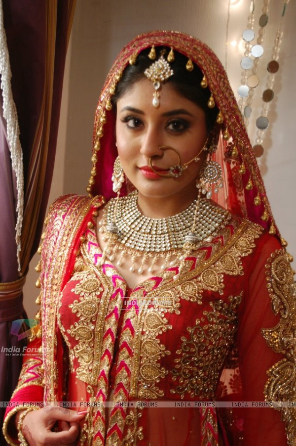 Kritika Kamra as bride on Kuch Toh Log Kahenge