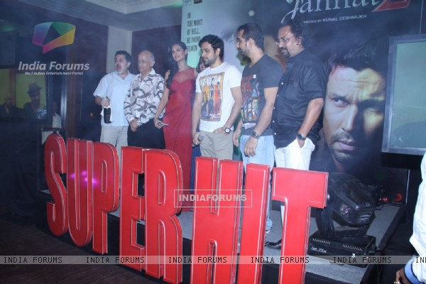 Mukesh Bhatt, Esha Gupta and Emraan Hashmi at Jannat 2 success party at JW Marriot (196909)