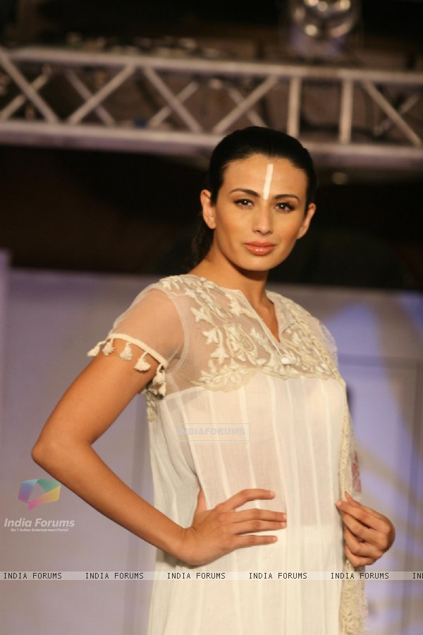 Bollywood Celebs At Cotton Fashion Show 196972 4751