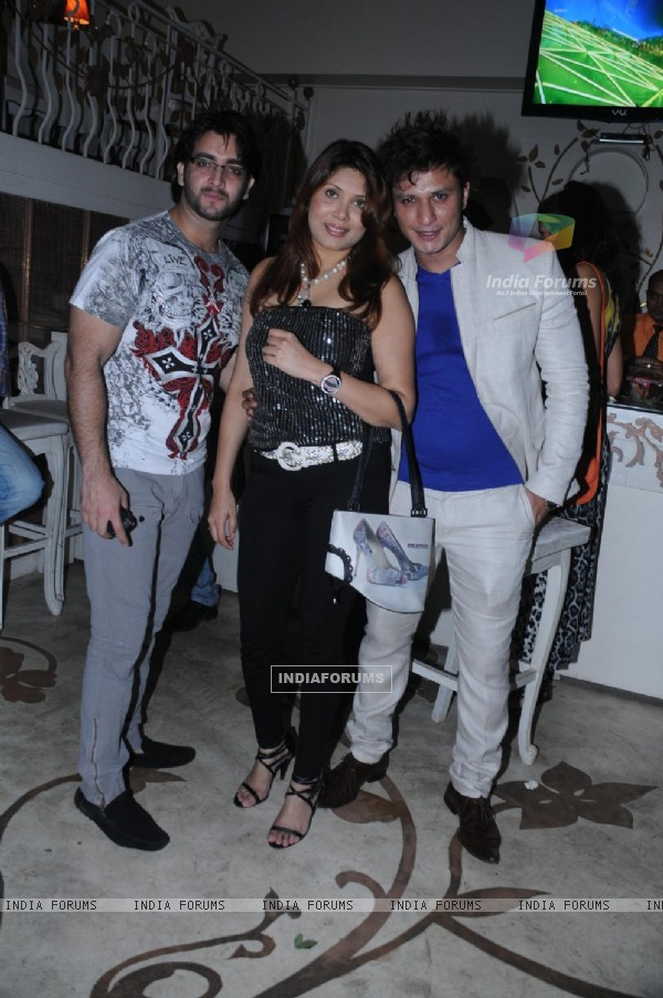 Vinit and Meenaxi with Sufzal Saleem at Sufzal's birthday bash
