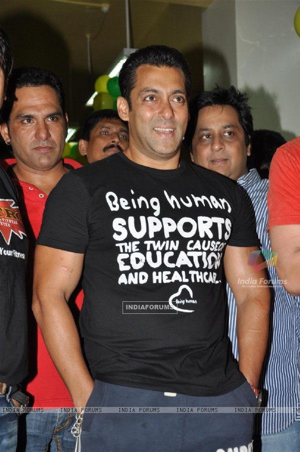 "Salman Khan launches Prabodh Vasant Davkhare's fitness center ""NITRO Pure Fitness"""