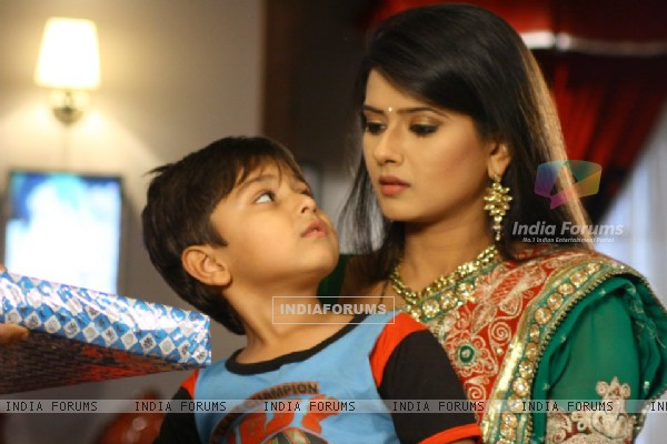 Kratika Sengar on the set of Punar Vivah