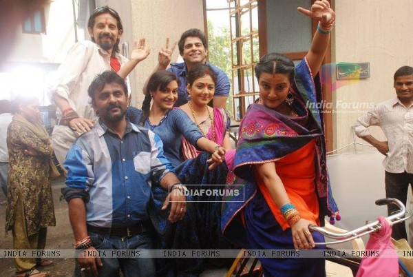Rati Pandey offscreen photo from Hitler didi set with co-stars