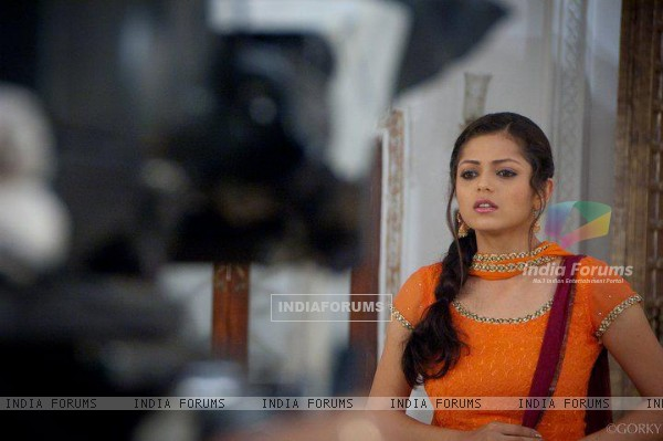 Drashti Dhami Giving Shot for GHSP