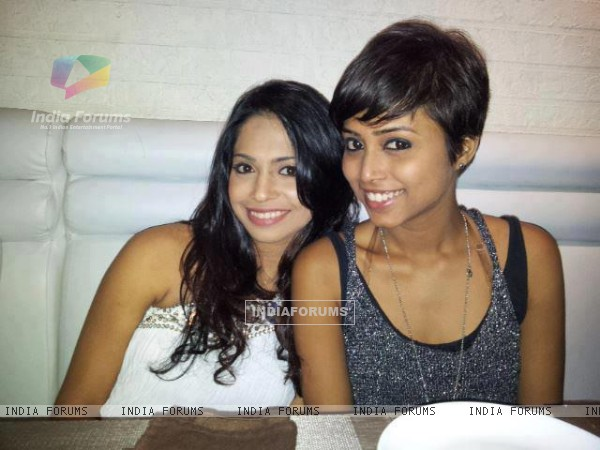 Sneha Kapoor and Samentha Fernandes of Dil Dosti Dance fame .