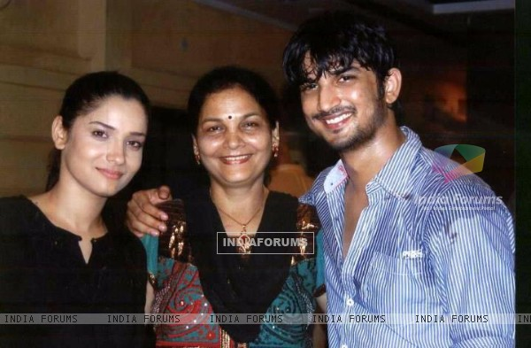 Ankita Lokhande, Sushant Singh Rajput With Ankita's Mother