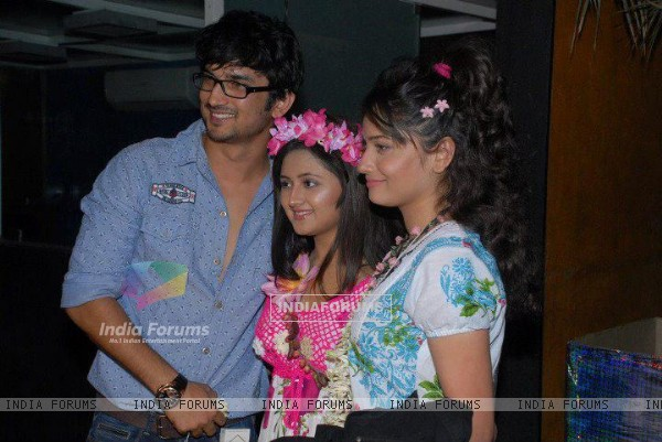 Sushant Singh Rajput, Ankita Lokhande and Rashmi Desai at Nandish Sandhu's birthday party