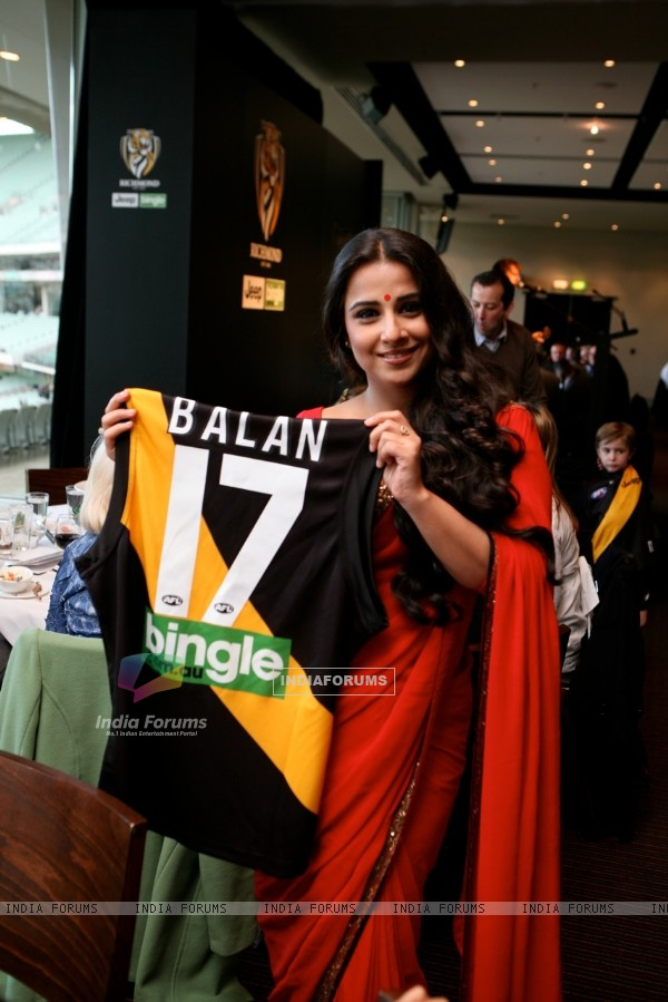 Vidya Balan handing the Match Ball to the ground at the Melbourne Cricket Ground