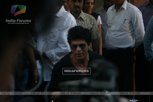 Shah Rukh Khan holds press conference at his bungalow Mannat