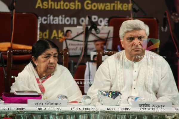 Lata Mangeshkar and Javed Akhtar at Javed Akhtar's first book 'Tarkash' launch