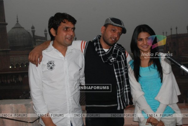 Jennifer Winget and other cast members from Love Kiya Aur Lag Gaye (199214)