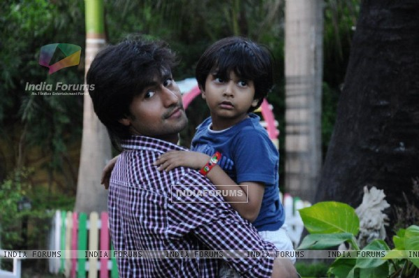 Harshad Chopda as Raghav