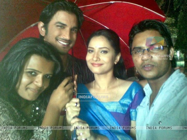 Sushant Singh Rajput, Ankita Lokhande With Their Friends