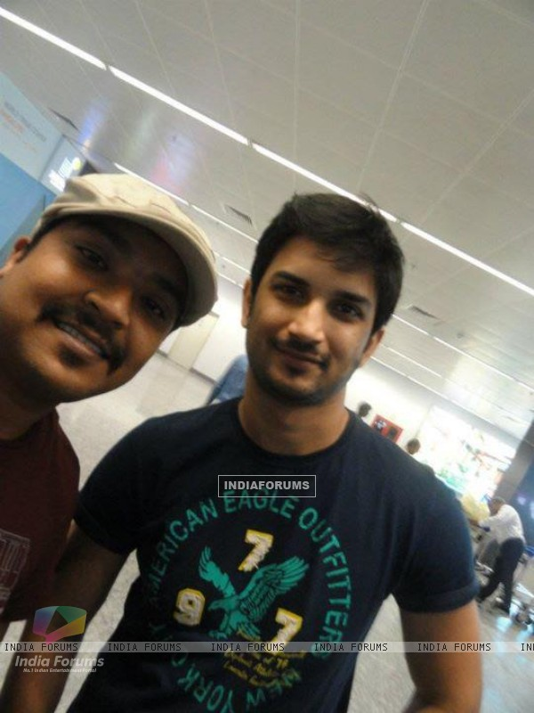 Sushant Singh Rajput With A Fan At Banglore Airport