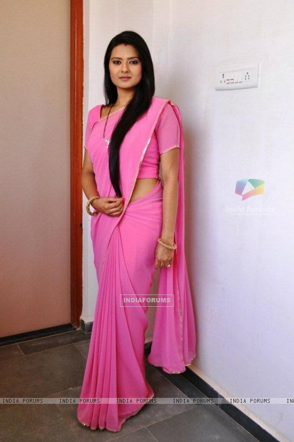 Kratika as Aarti