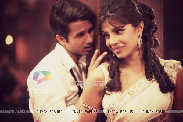 Priyanka and Shahid in Teri Meri Kahani (199786)
