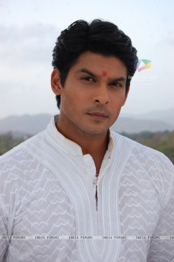 Siddharth Shukla on the sets of Balika Vadhu
