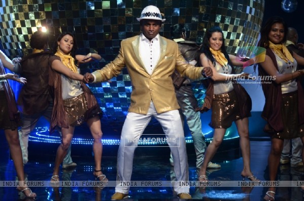 Sanath Jayasuriya on the sets of Jhalak Dikhhla Jaa 5 - Dancing with the stars