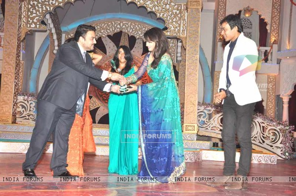 Ankita Lokhande, Ekta Kapoor, Anurag Sharma Receiving Gr8 Ensemble Cast Award For Pavitra Rishta At Indian Television Awards