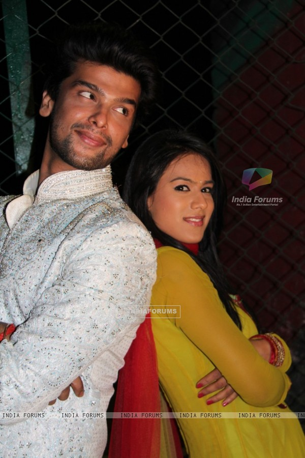 Still of Nia Sharma and Kushal tandon as Manvi and virat from Ek Hazaaron Mein Meri Behna Hain