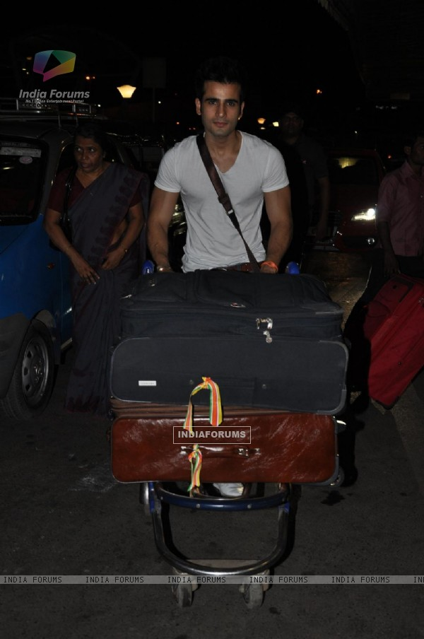 Karan Tacker leave for IIFA 2012