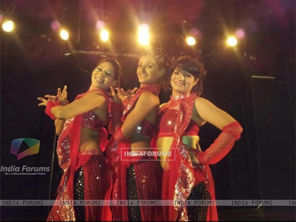 Shakti Mohan, Alisha Singh and Vinti Idnani on sets of Dil Dostii Dance