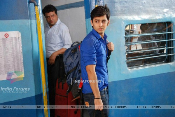 Himansh as Raghav at the railway station