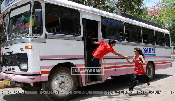 Himansh giving hand to Abigail to get into the bus