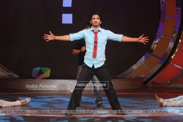 Sushant Singh Rajput Performing A Act On Zara Nachke Dikha