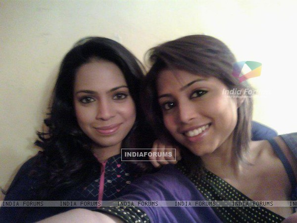 Sneha and Samentha during D3 shoot