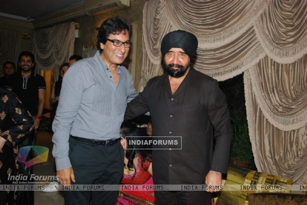 Talat Aziz and GS Bawa at Mika Singh's Birthday Bash organised by Kiran Bawa