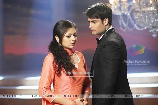 Drashti Dhami  and Vivian Dsena in Madhubala