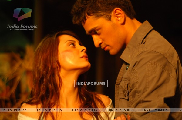 A still image of Imran Khan and Minissha Lamba