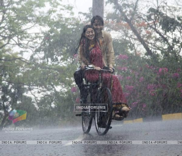 Shaheer Sheikh and Soumya Seth as Anant and Navya in Navya