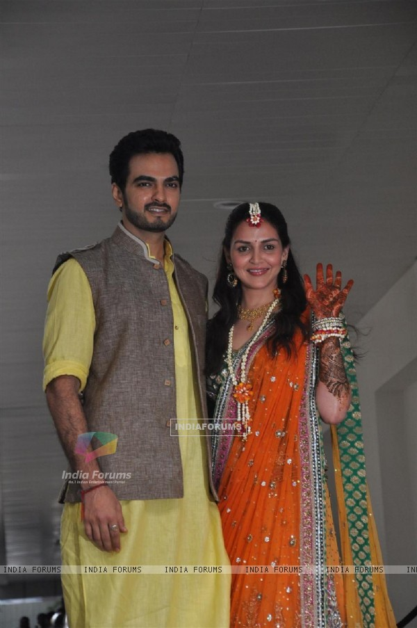 Bharat Takhtani and Esha Deol at their Mehendi Ceremony