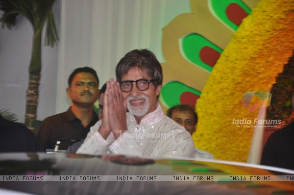 Bollywood Superstar Amitabh Bachchan at Esha Deol's wedding at Isckon Temple